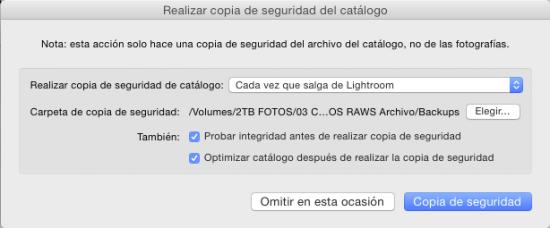 Cambiando la ubicación de la copia de seguridad, para ello pulsa en mostrar y selecciona un a nueva ubicación.